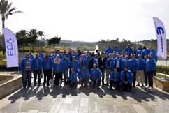 صورة جماعية لفريق عمل فيات كرايسلر و شبكة الوكلاء المعتمدين