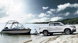 SsangYong-Musso-pickup-truck-arrives-to-work-out-at-Geneva-1-1024x576