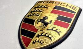 Porsche-Cayman-Porsche-badge