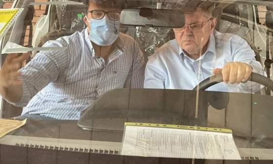 """وزير قطاع الأعمال العام يزور """"النصر للسيارات"""" ويتفقد السيارة الكهربائية E70 لعمل الاختبارات لها في الأجواء المصرية"""