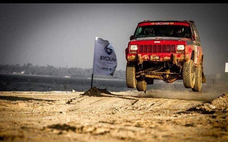 """""""أصغر متسابق في مصر""""..  يقود أقدم سيارة رالي.. ويحلم بالوصول إلى العالمية"""