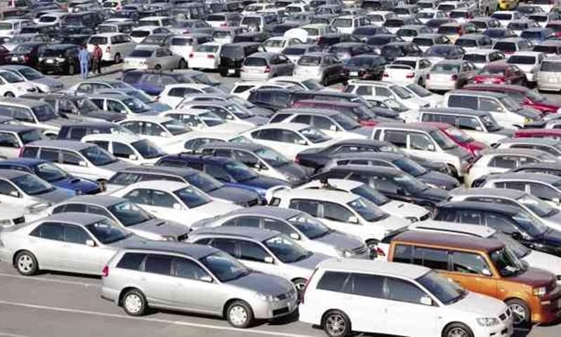بعد فتح التراخيص.. هل يعود السوق لطبيعته أم ترتفع أسعار السيارات؟