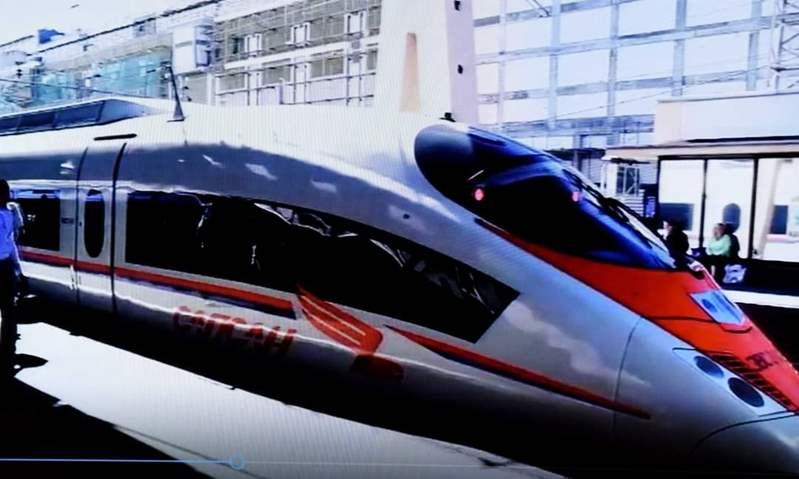 رئيس الوزراء يشهد توقيع مذكرة تفاهم لتنفيذ منظومة متكاملة للقطار الكهربائى السريع