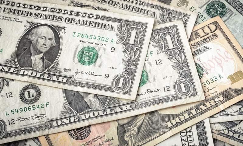 هبوط سعر صرف الدولار الجمركي أمام الجنيه المصري