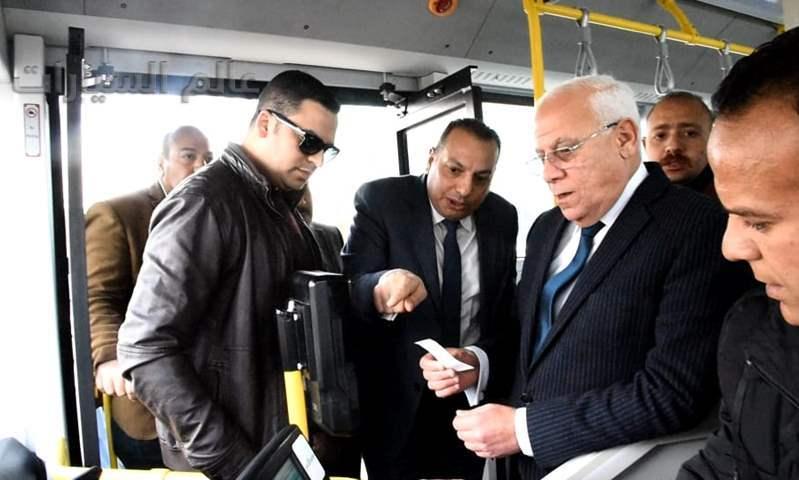 محافظ بورسعيد يلتقى وفد الهيئة العامة للتصنيع وشركة مواصلات مصر لبحث تطبيق تجربة الأوتوببس الكهربائي