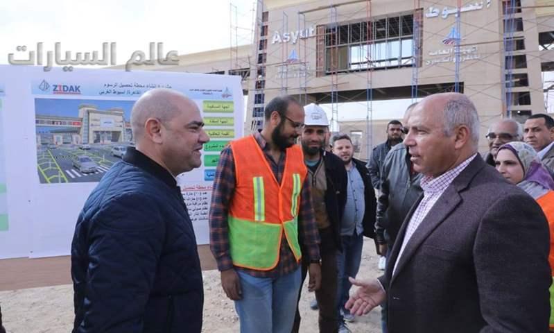 """كامل الوزير يتفقد مشروع طريق """"القاهرة- أسوان"""" الصحراوي الغربي"""