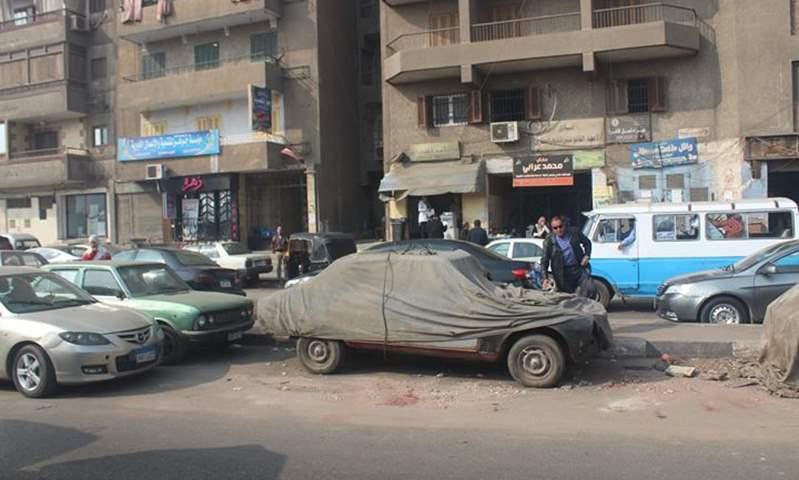 حملة لرفع السيارات المهملة قي شوارع حدائق القبة بالقاهرة