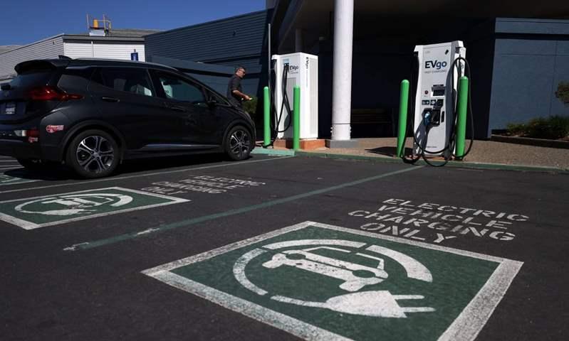 في خطوة صديقة للبيئة.. واشنطن تخطط لحظر مبيعات سيارات البنزين