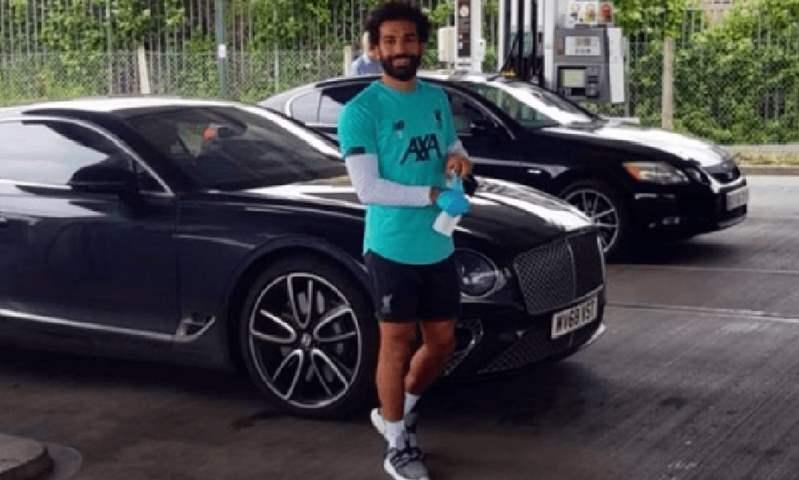 محمد صلاح يفاجئ جمهوره بموقف رائع داخل محطة وقود في ليفربول