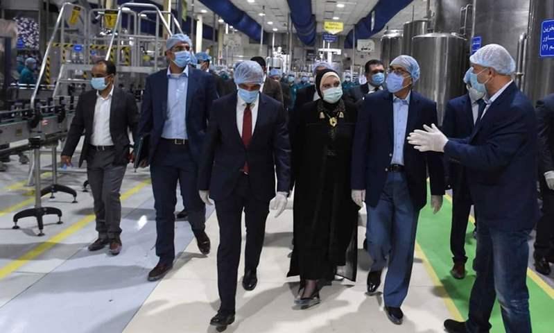 مدبولي يزور  مصنع جديدمتخصص في إنتاج الضفائر الإلكترونية لـ السيارات الكهربائية