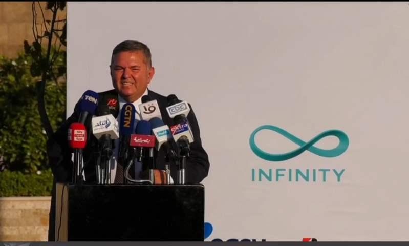 """""""هشتري عربية لنفسي"""".. وزير قطاع الأعمال: تعاقدنا لبيع أول 20 سيارة من طراز E70 الكهربائية"""