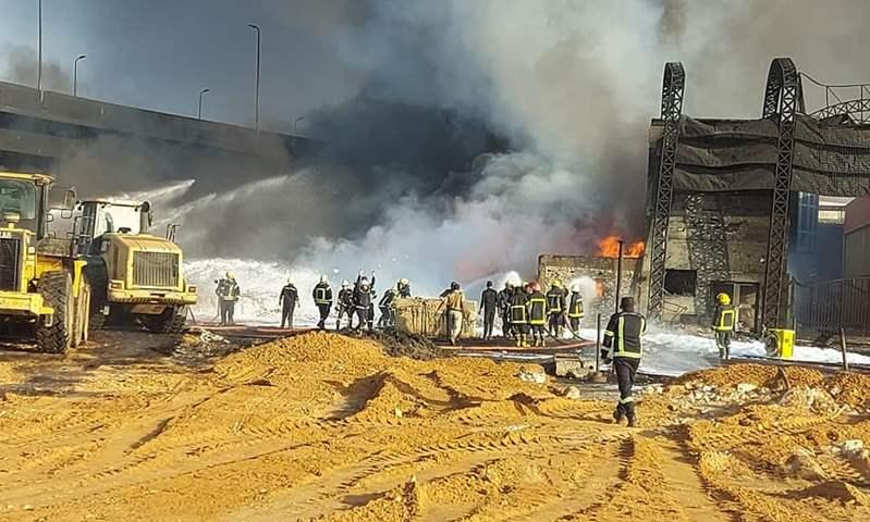 """""""المرور"""" تناشد المواطنين بالابتعاد عن طريق الاسماعيلية الصحراوى بعد انفجار ماسور البترول"""