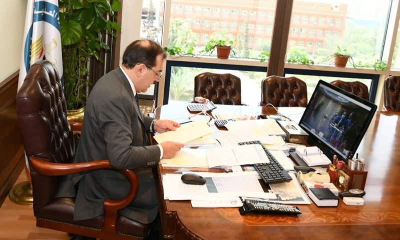 وزير البترول يتابع خطط تحويل السيارات للعمل بالغاز الطبيعي وإنشاء محطات تموين جديدة