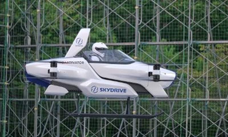 اختبار أول سيارة يابانية طائرة في ميدان اختبار تويوتا (فيديو)
