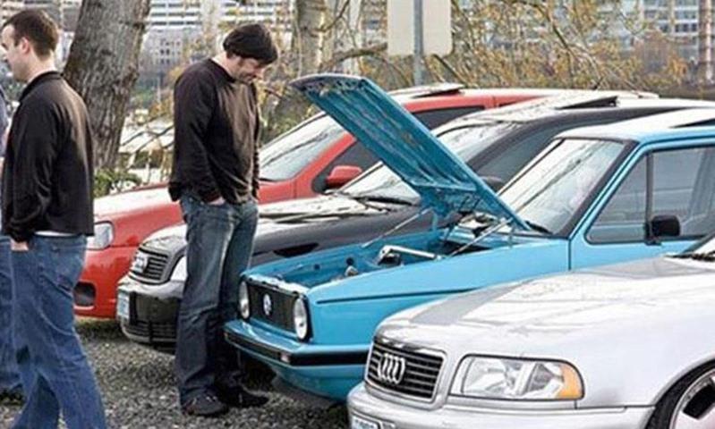 """""""مدير سوق الجمعة"""" يتوقع هبوط أسعار السيارات المستعملة الفترة المقبلة"""