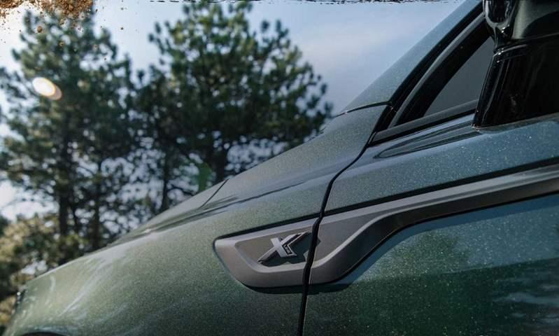قبل أيام من الكشف عنها .. كيا تطلق صورًا تشويقية للسيارة سورينتو