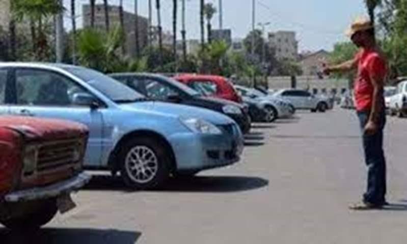 محافظ الجيزة يصدر قرارًا بتشكيل لجنة لتنظيم انتظار السيارات في الشوارع