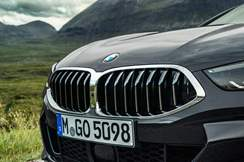 96-bmw-8-series-cabrio-official-reveal-kidney-grille