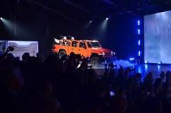 71d03394-2020-jeep-gladiator-at-2018-la-auto-show-33