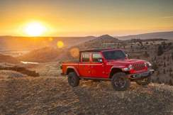 79-jeep-gladiator-official-reveal-sunset-front