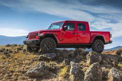 82-jeep-gladiator-official-reveal-static-front
