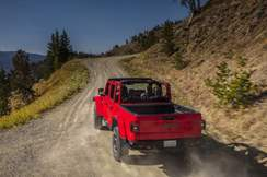 84-jeep-gladiator-official-reveal-offroad-rear
