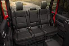 87-jeep-gladiator-official-reveal-rear-seats