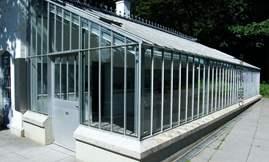 الغرفة الزجاجية حيث وُلدت ابتكارات الصديقين