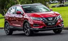 17-2017-Nissan-QashQai-NTech-Magnetic-Red-HR-087