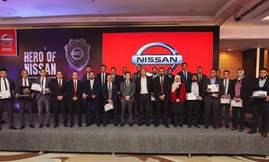 صورة جماعية لمسؤولي شركة نيسان و الفائزين