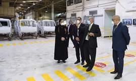 رئيس الوزراء يتفقد مصنع جنرال موتورز مصر