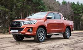 2018-Toyota-Hilux-Invincible-X-910